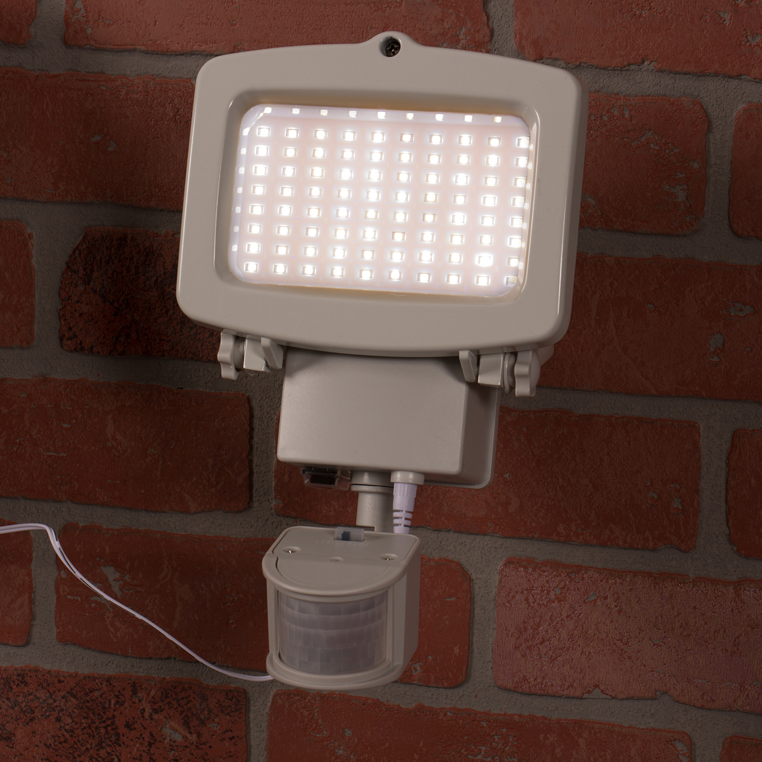 Solar Motion Sensing Security Light With 1500 Lumens